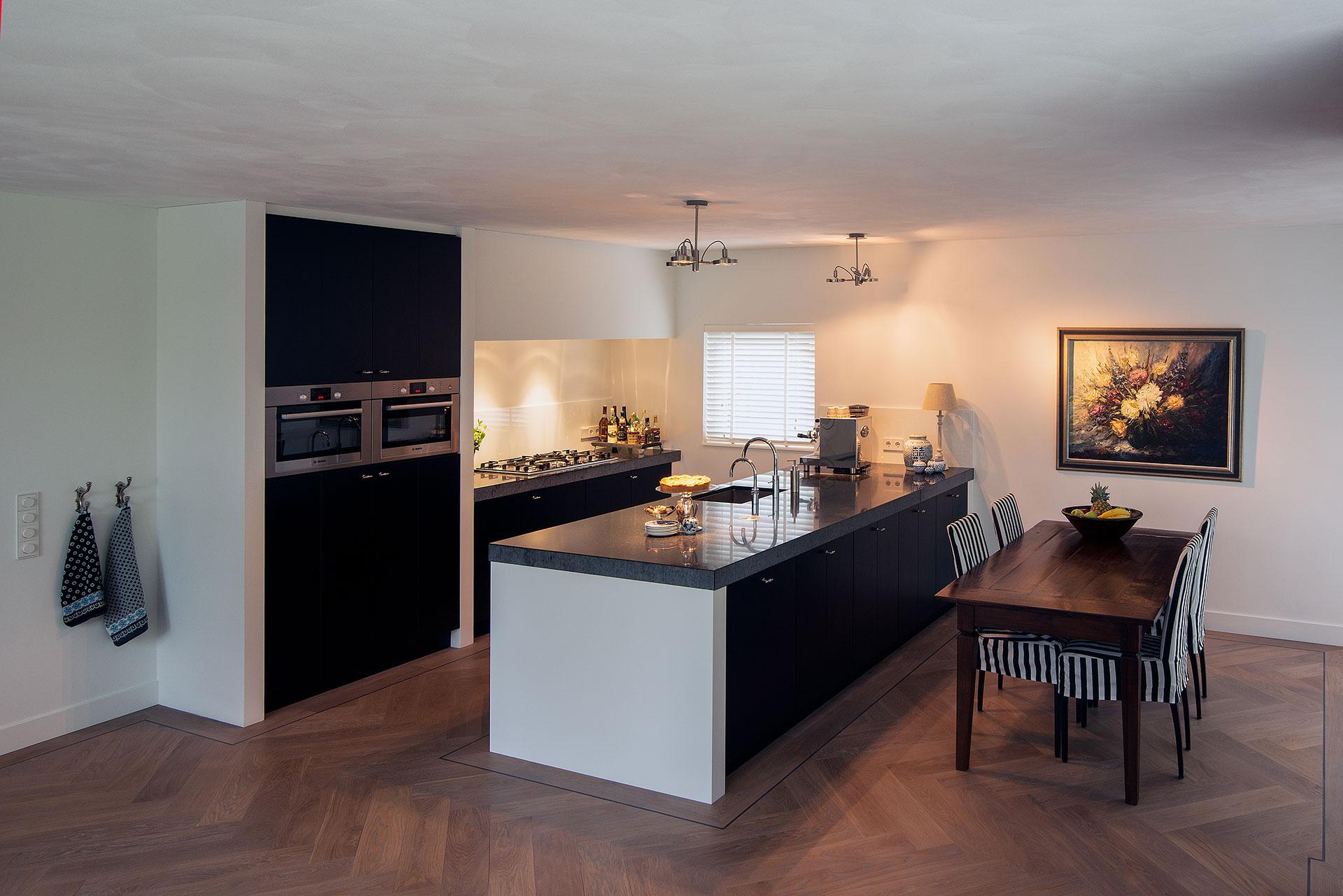 Visgraat Vloer Keuken : Eiken visgraat in keuken
